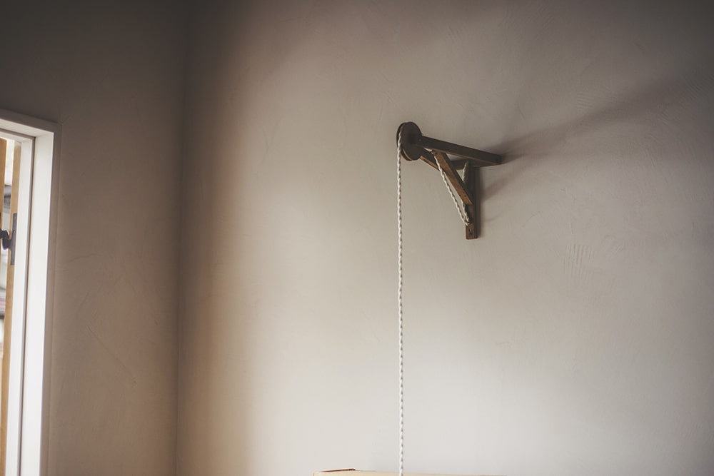 Pulley on the wall